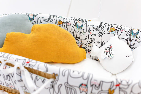 moses BASSINET baby cats